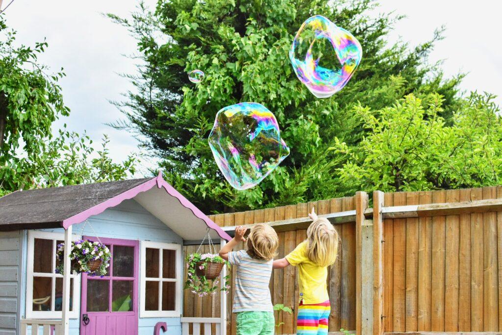 making giant bubbles